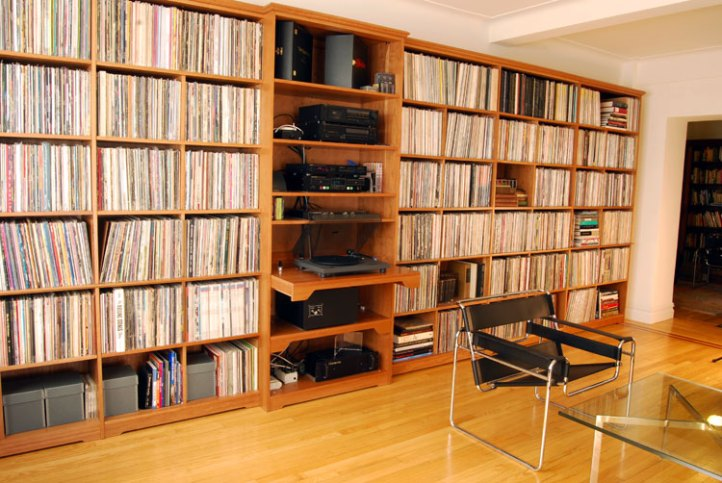 Wall-Unit-for-Record-Player-750